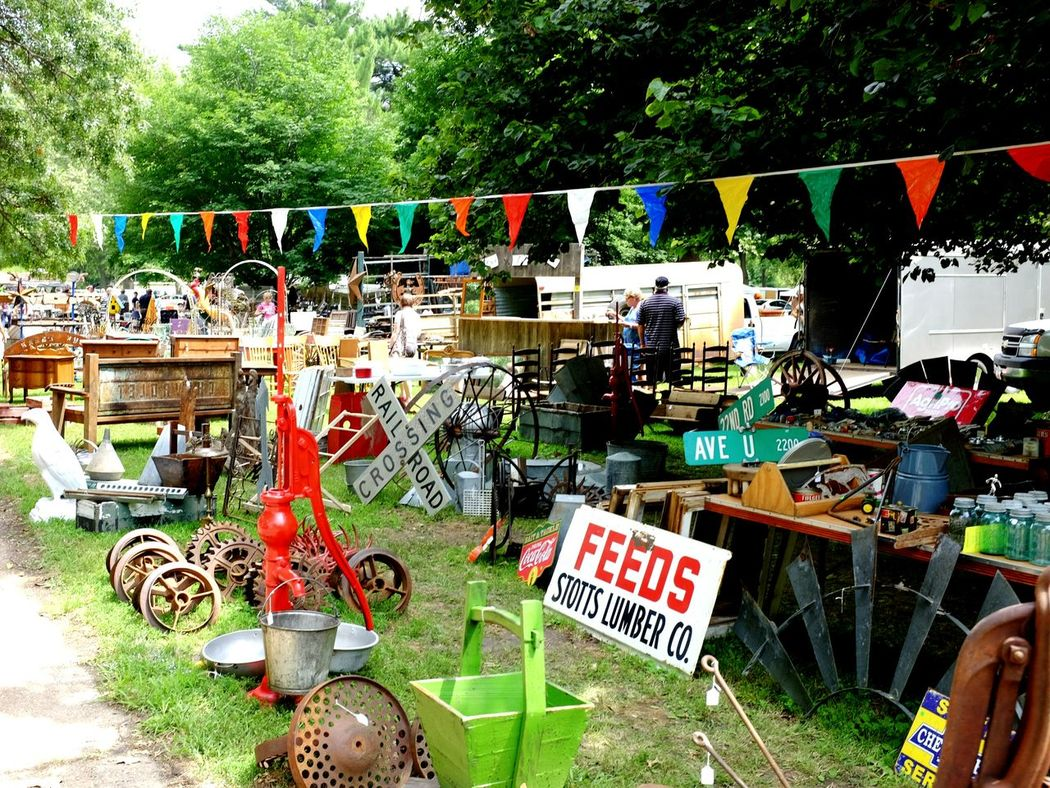Fleamarketfinds Shoppping Hunting Relics Small Town USA At The Park Vintage Shopping Messthetics