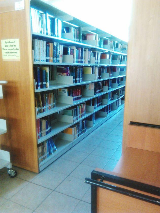 Final de semestre... Que mejor que terminar en la biblioteca.