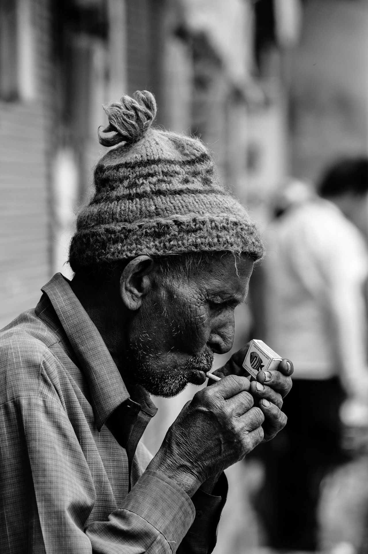 One Person Only Men Human Body Part Real People Men People Headshot Smoke Break Cigarette  Streetphotography Cigarette Time Cigarette Lighter Face