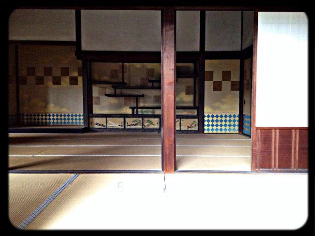 修学院離宮 中離宮・客殿。奥の飾り棚が天下の三棚と称される霞棚。 Taking Photos The Purist (no Edit, No Filter) Japanese Style Display Shelf