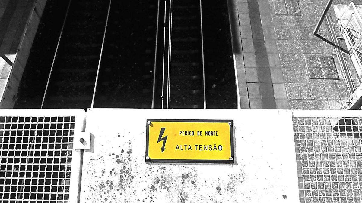 Yellow cliché Public Transportation Effects Showcase: February AndroidPhotography Androidography The Week On Eyem EyeEm Portugal EyeEm Gallery Taking Photos Urbanphotography Yellow Train Station