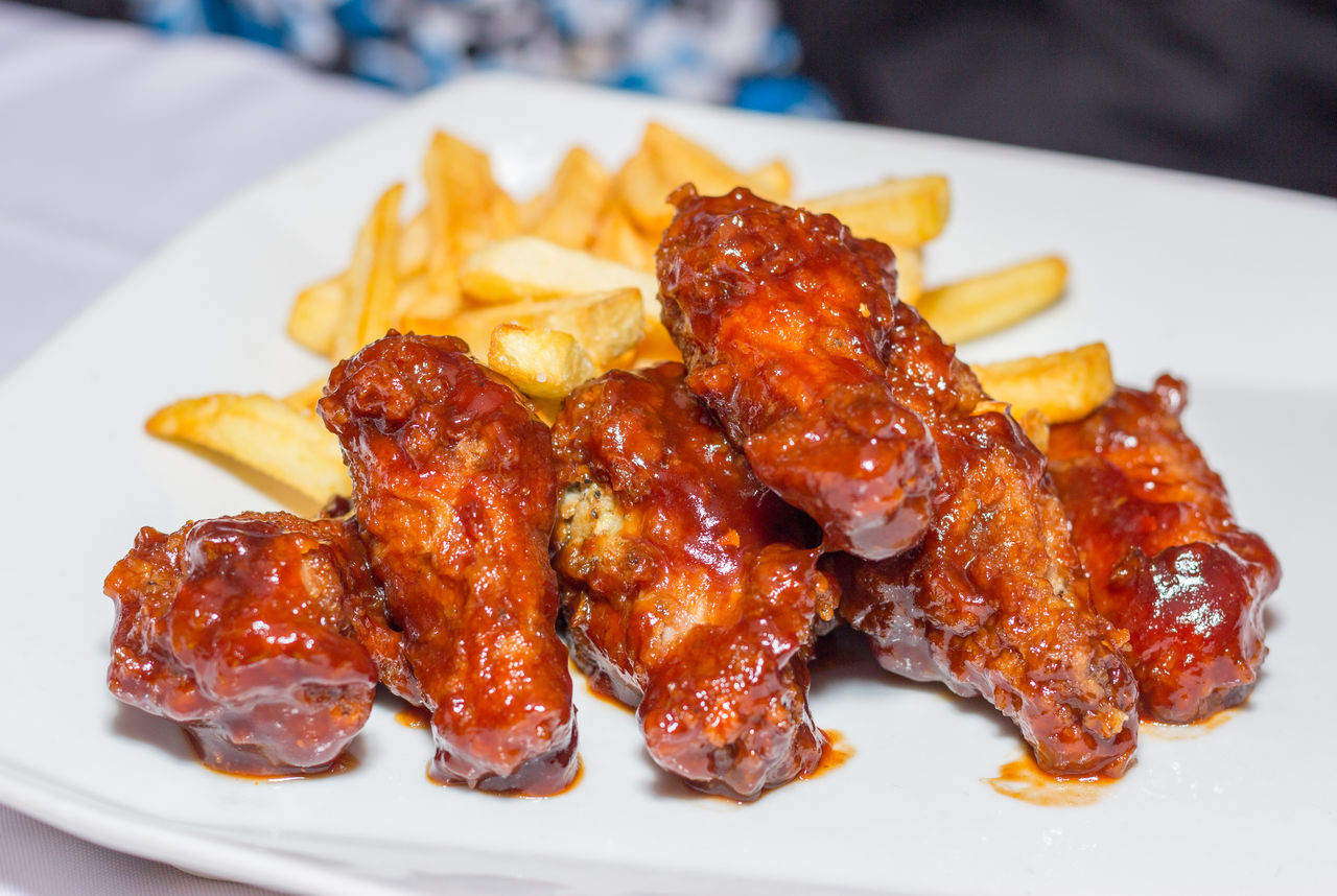 Bbq chicken wings with french fries! Barbecue Wings Bbq Wings Chicken Chicken Wings Delicious Food French Fries Fries Hungry Jamaica Jamaican Jamaican Food  Ready-to-eat Tasty Tasty Dishes Wings