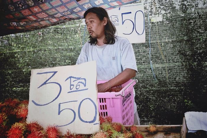 3 kg, 50 baht The Human Condition. Open Edit Streetphotography Documentary