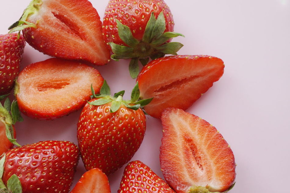 Strawberries Berries Berries Collection Berry Close Up Close-up Day Food Food And Drink Fresh Freshness Fruit Green Healthy Healthy Eating Healthy Eating; Healthy Food Indoors  No People Pink Ready-to-eat Red Red Strawberry Strawberry Cake Studio Shot