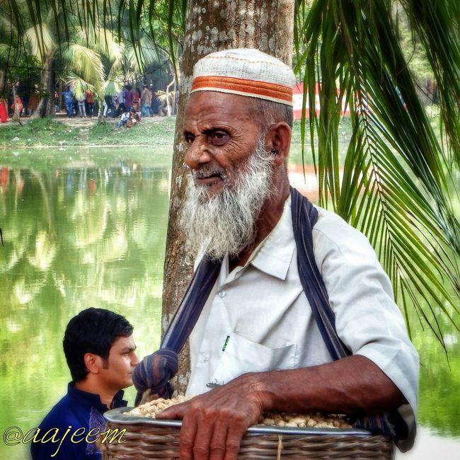 Streetlife Bangladesh Faces Of EyeEm Smiling Strangers People Of Bangladesh EyeEm Best Shots Portrait Street Photography Jessore Oldman