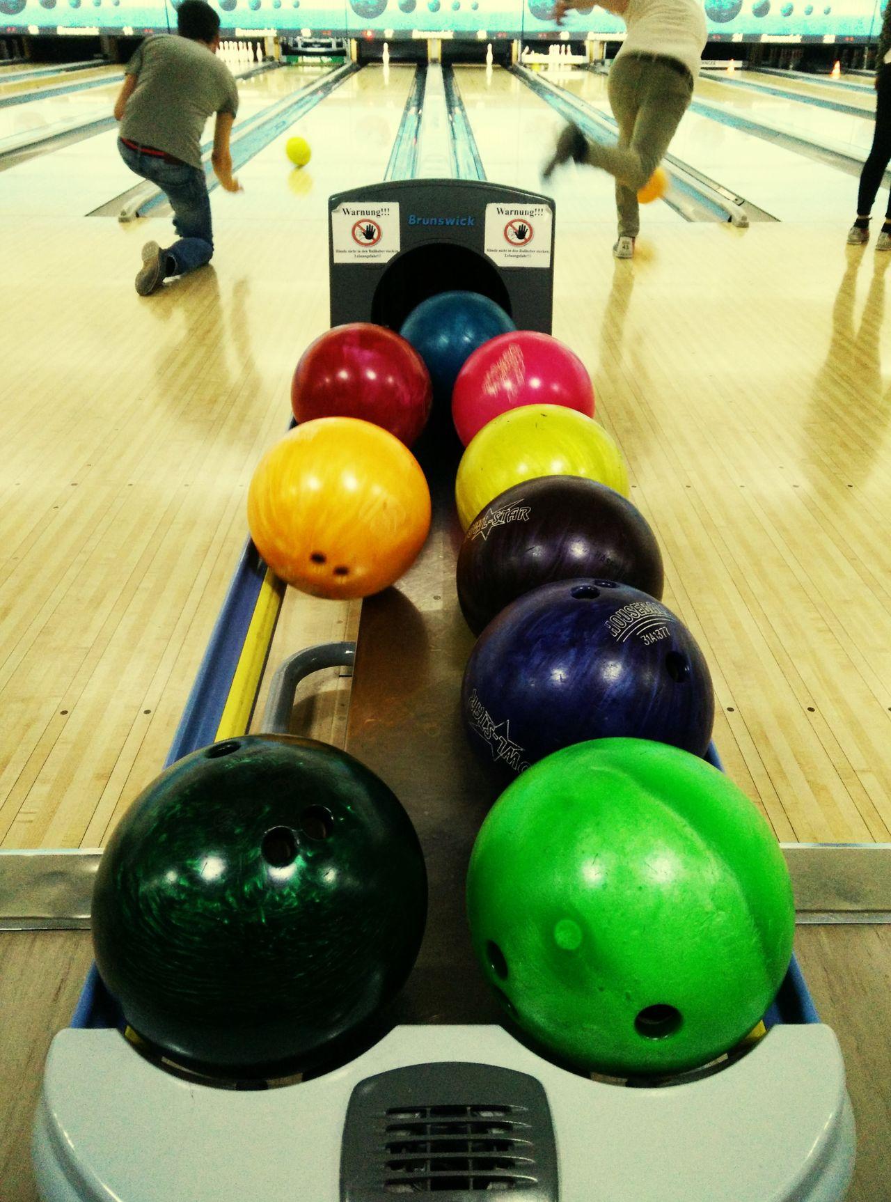 Take'em bowling. Berlin Bowling