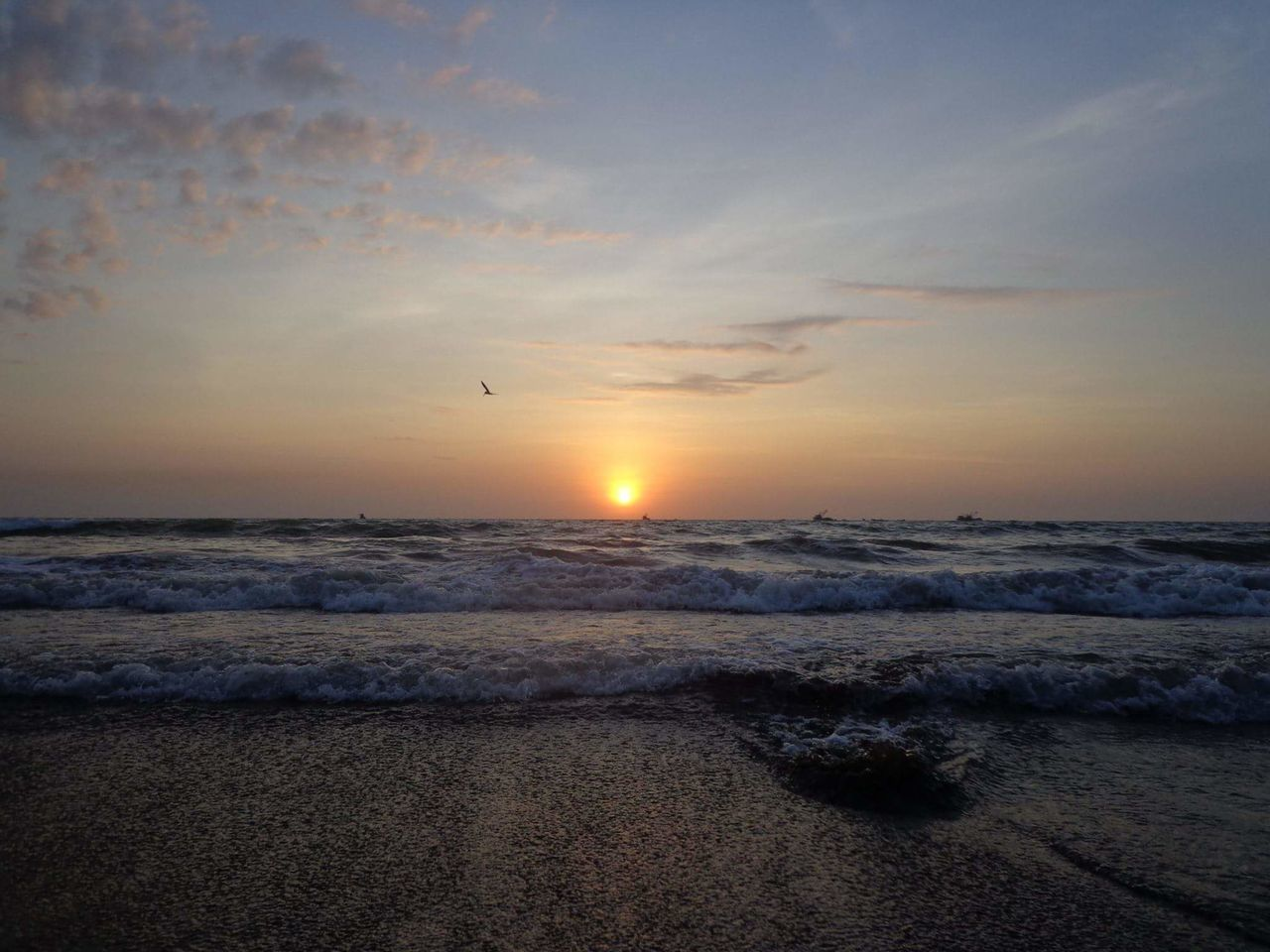 Ocaso en Crucita Manabí Ecuador Nature Photography First Eyeem Photo Nature Life Sea And Sky Sun Beach
