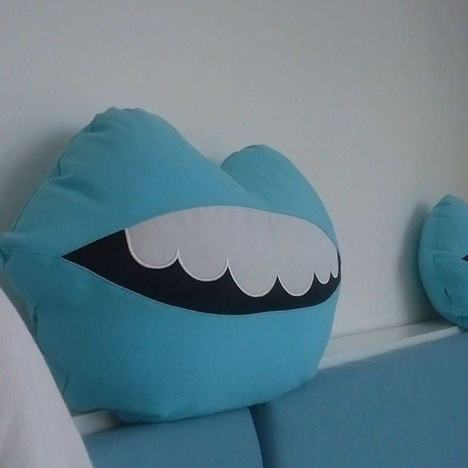 Disci yastigi diye bir sey var... Guluyor da serefsiz ????? Dişçi Dentist Istanbul Komik yastik pillow fun funny eglence