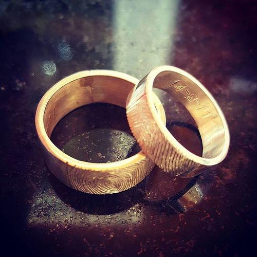 Porque hace 5 años nos elegimos para nunca separarnos, te amo mi amor, hoy y siempre! Felizcumple CincoAños Fingerptint Ring Forever Valentines Diadelosenamorados Love
