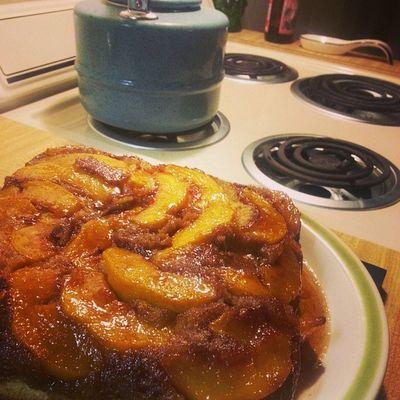 Somebody loves me @mandaroni386 made me peach cake!