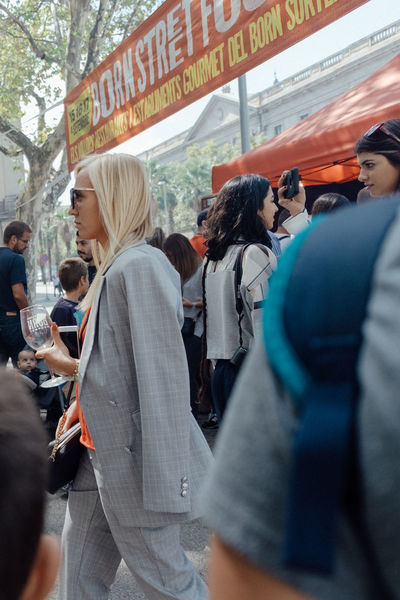 Ses vêtements. // City Life Modern Portrait Of A Woman Adult Adults Only Candid Crowd Day Drink Food And Drink Large Group Of People Lifestyles Men Outdoors People Portrait Real People Reds Squares Standing Street Street Photography Streetphotography Style Women