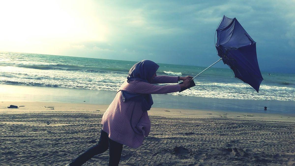 Q Hang On Or Let Go. Summer Beach