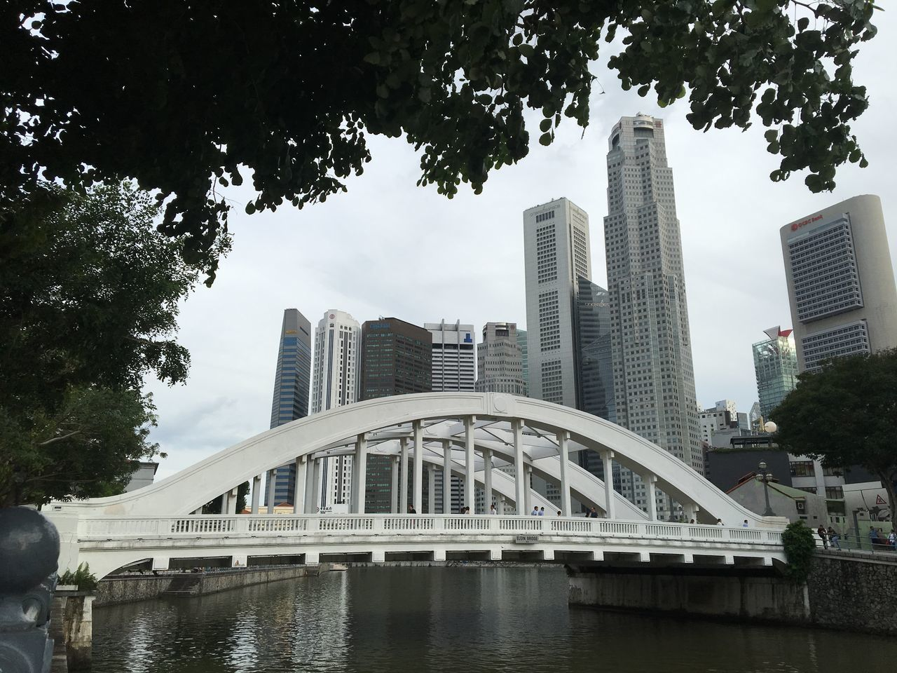 Elgin Bridge is seen in front of office buildings at Singapore's central business district. Elgin Bridge Bridge Office Buildings Offices Singapore River Road River CBD Central Business District Singapore