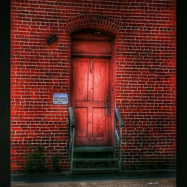 Simply Red... Abandoned Places Abandoned Buildings Doorporn Doorway Doors Brickbuildings Brickporn AMPt - Abandon EyeEm Gallery Gettyimagesgallery Red Streetphotography Check This Out