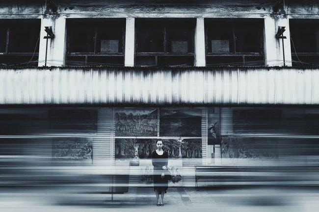 e s v a z i a r Didalam keramaian aku masih merasa sepi, Sendiri memikirkan kamu. ~ Kosong - Dewa19. Inframe: @elsadestianiputri   Ad: @deni_que Photographer: @deni_que Location: Braga Street Bandung, WestJava - Indonesia © Denique Photography 2015 • Blackandwhite Blackandwhite Photography Black And White Mood Portrait B&W Portrait Long Exposure Indonesia_photography Model Streetphotography