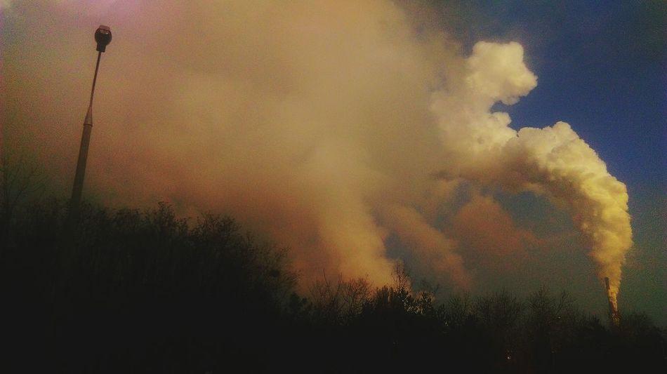 Outdoors Cloud Production Fog Benzen No People