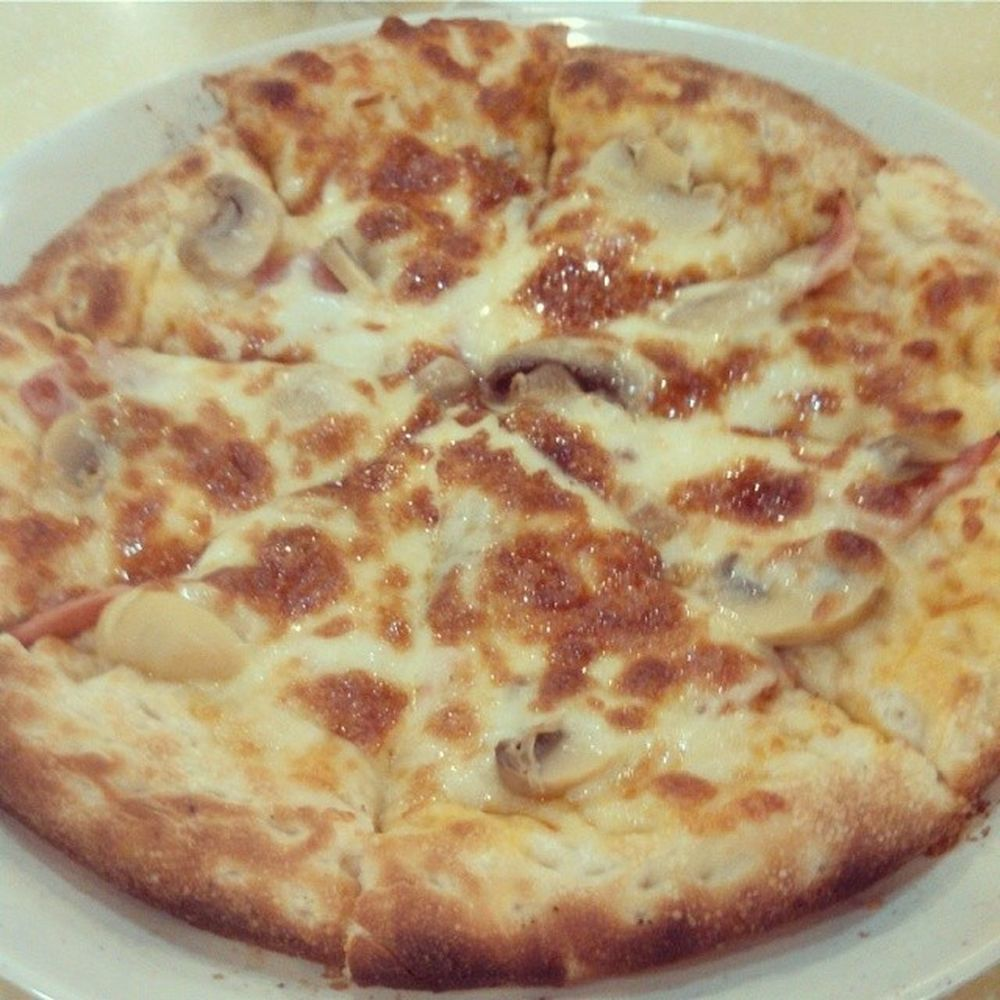 Recently i loveeee to eat pizza,due to hormonal effect. Lucky this happen once a month. Mouthwateringmeal