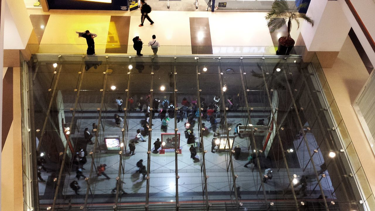 Gente en varios niveles Cdmx Cdmx2016 CDMX ❤ Mexico City Mexicolindo Large Group Of People Lifestyles Illuminated Night People Metro Station Metropolitan Mall Glass Floor