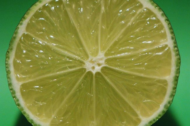 Wenn das Leben dir eine Limette gibt... / If life gives you a lime... ~ Lime Citrus  Citron Green Close-up Limone Limette Zitrone Zitrusfrucht Grün Nahaufnahme