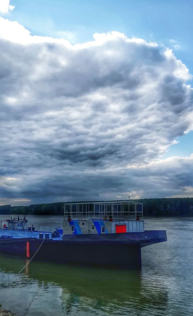 Clouds don't wanna go away 😒 Smederevo Serbia Danube River Dunav Kej Walking Rainy Days Clouds And Sky Cloudy HDR Cold Gray Check This Out