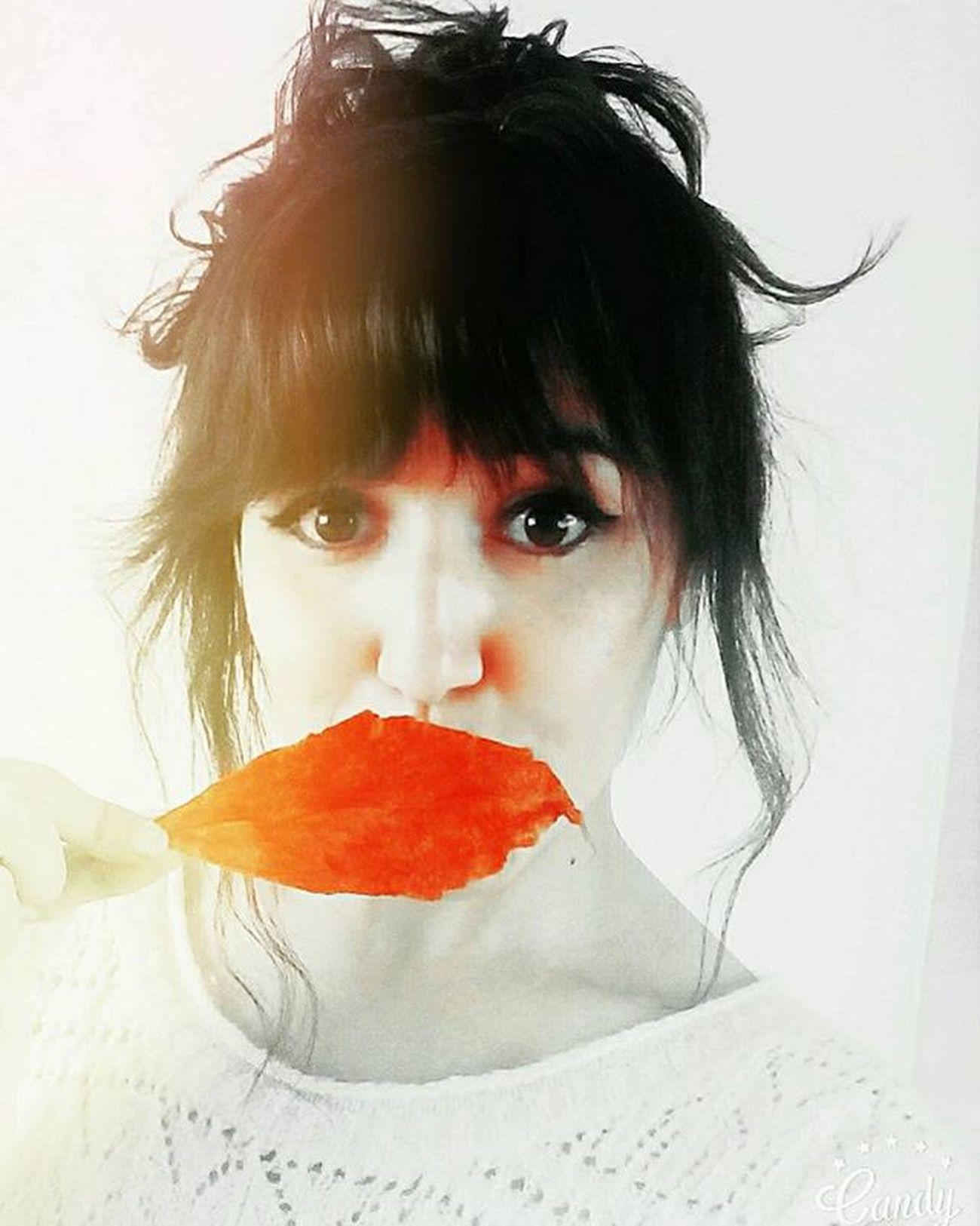 Elime ne geçerse malzeme olarak kullanıyorum. Oda oda değil Fotografatolyesi ... Bu yapraklar çok güzel ama 👯 🍂🍁✌💙 💋 Mutluhaftasonları Donttalkonlysee 👀👀 Eyesofmoon 😚 HappyFriday Eyeseyesbaby Selfie Hello RedLeaves Kiss Happyweekend Autumngirl Pureness Look Fridaylook Moondustworks Supergirl 😚