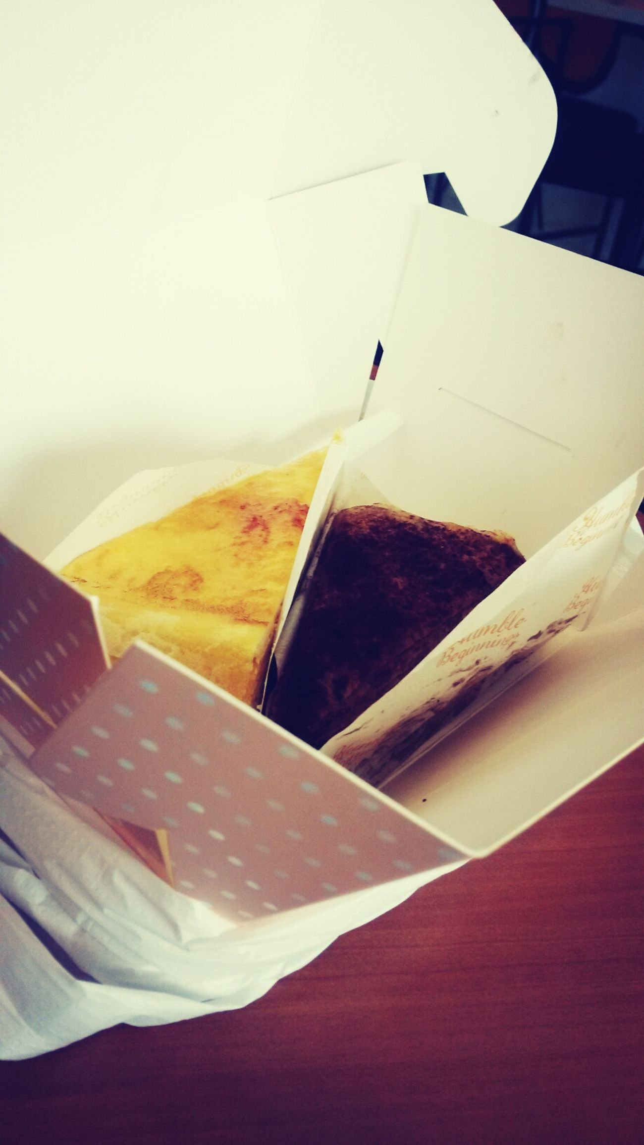 we having this Cakes Yummeyyh! at humble beginnings.so attempt us at lunch..nak lagii =..=' @lianalockas