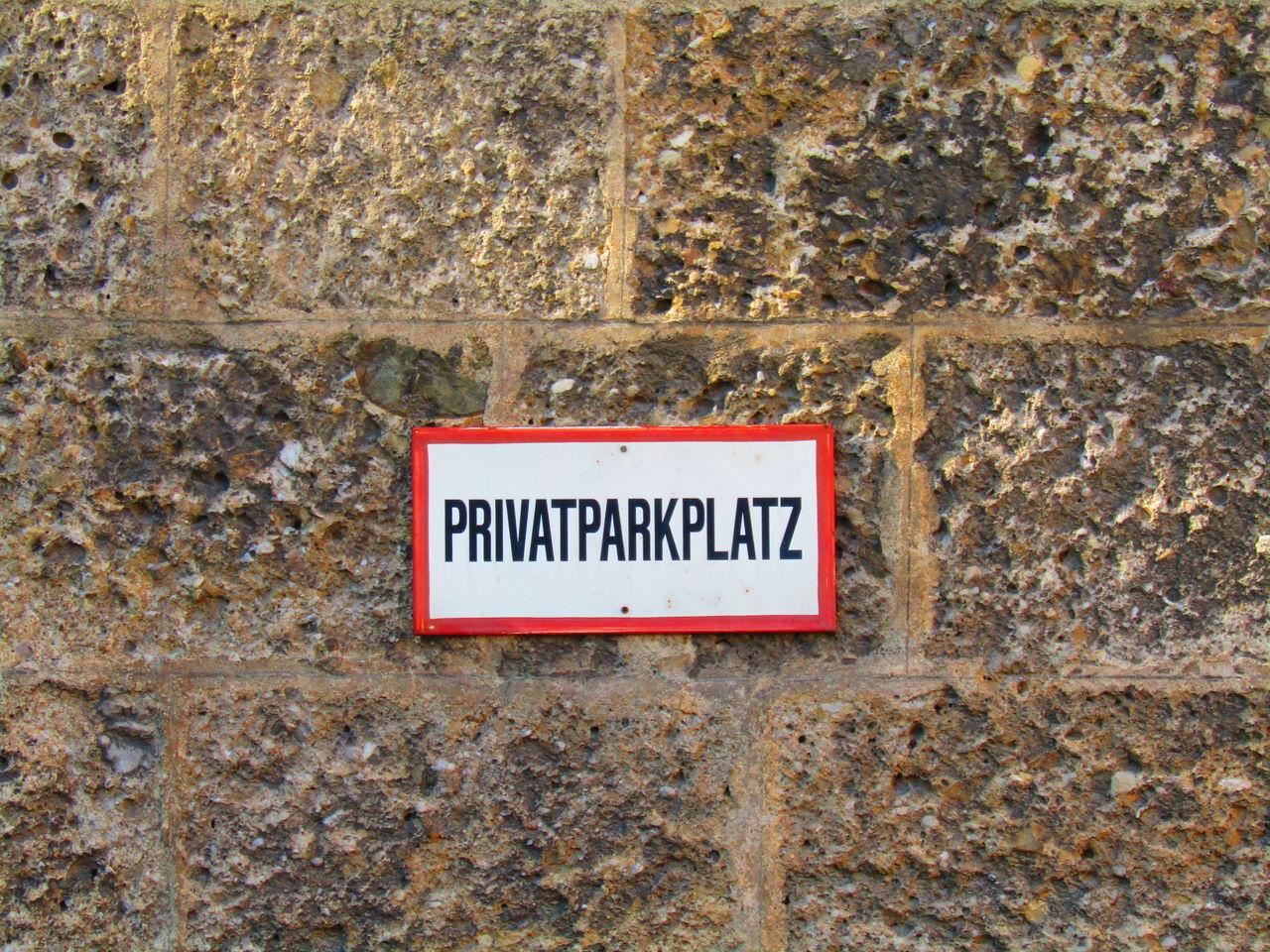 Text Communication Schild Sign Wand Wall Privat Parking Space Parkplatz