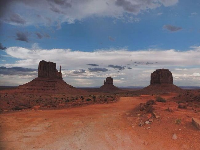 """Ti Ritrovi Qui e Non Puoi Fare Altro Che Dire:•Wow"""" 😊 TheTrip Ilviaggio WhereDreamsComeTrue Sogno Monument Valley TheRoad Beautiful Nature Experience Agosto2014 USA Nice Pic ❤️ Valley Nature Nature On Your Doorstep Naturelovers Arizona United States USAtrip USA Photos Rocks Panoramic Photography Monumentvalley Getting Inspired Sky Is The Limit Evening Sky"""