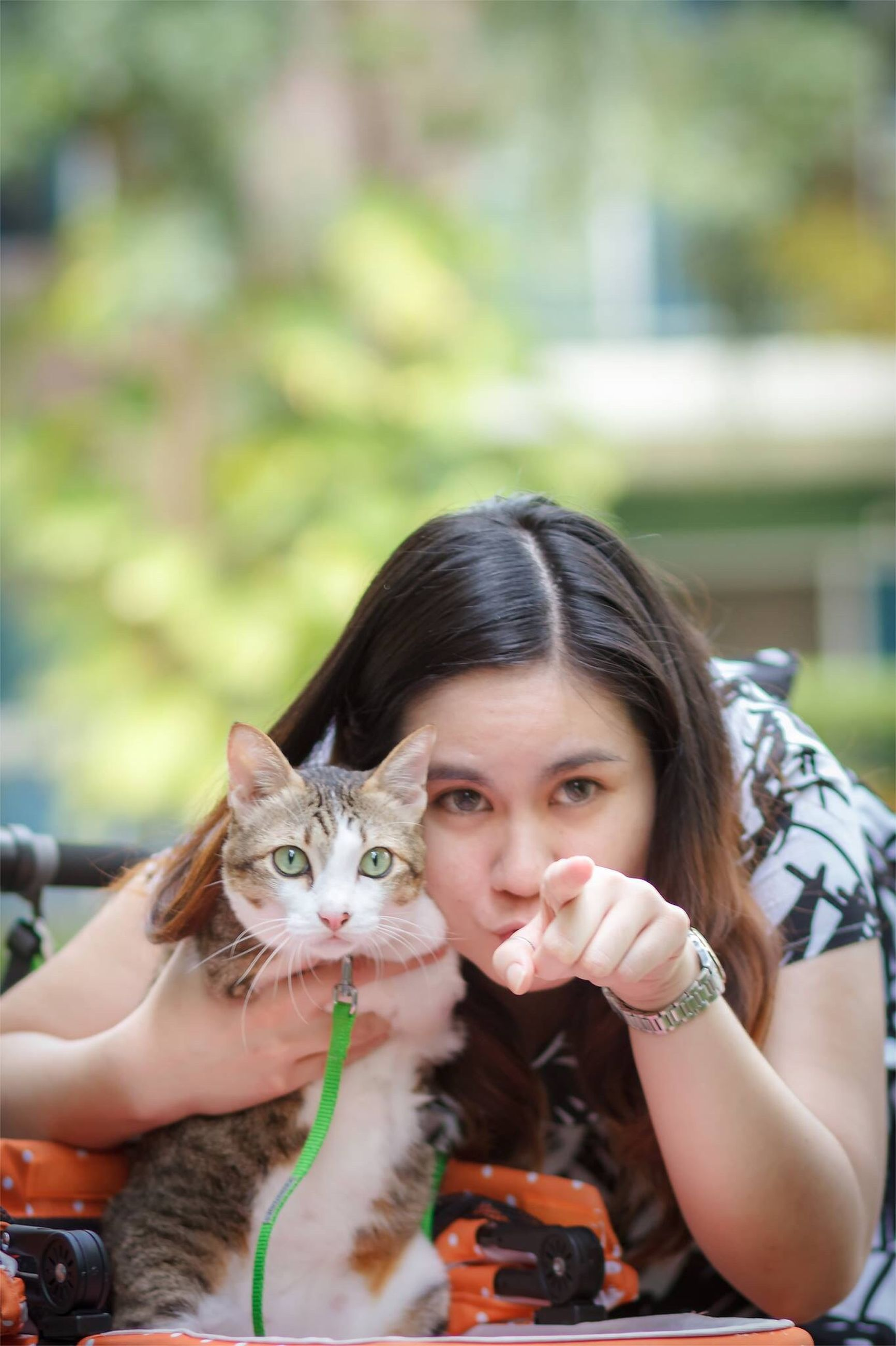 looking at camera, portrait, person, lifestyles, leisure activity, smiling, focus on foreground, pets, front view, happiness, headshot, animal themes, cute, elementary age, one animal, holding, casual clothing, mammal