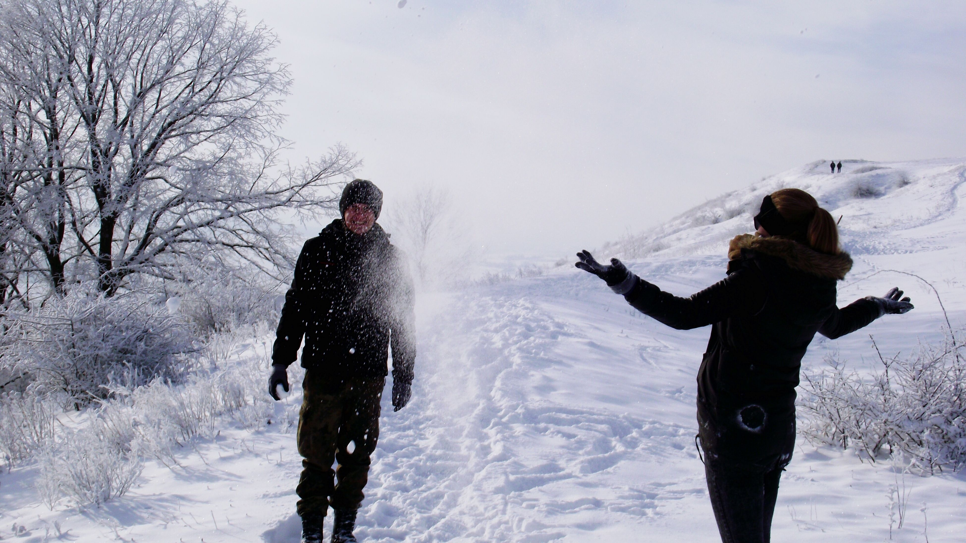 winter, lifestyles, snow, cold temperature, leisure activity, season, standing, full length, warm clothing, weather, three quarter length, rear view, water, casual clothing, togetherness, nature, field
