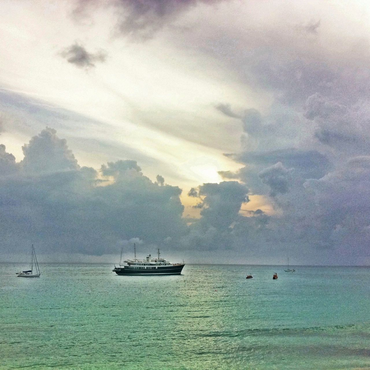 sea, water, nautical vessel, transportation, sky, nature, beauty in nature, scenics, cloud - sky, horizon over water, boat, mode of transport, tranquility, tranquil scene, outdoors, waterfront, no people, day, yacht