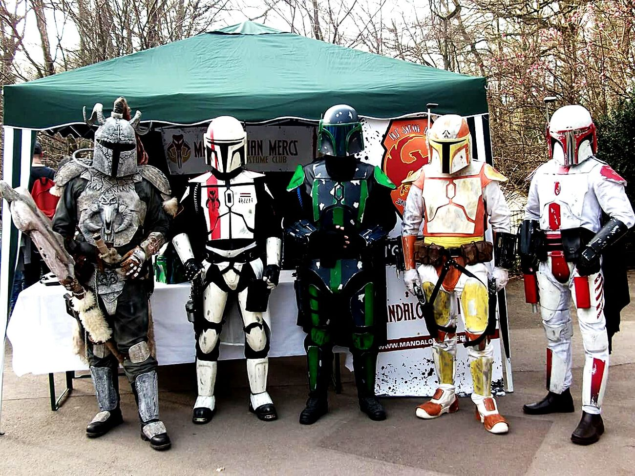 Trooping with the Clan. Nice day in Dortmund. Troop Trooping Dortmund Hanging Out Mandalorian Mandomercs Starwars