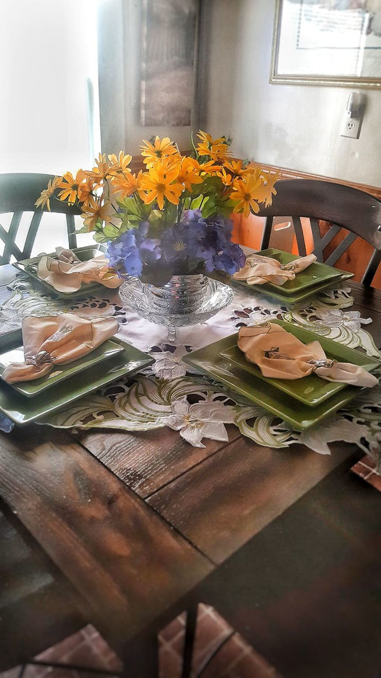Indoors  Table No People IndoorPhotography Tablesetforfour Table Setting Kitchen Bouquet Flowerpower! Beauty In Ordinary Things Flowers Of EyeEm Centerpiece Table Top Photography Indoors  Wood - Material Peace And Tranquility Flower Plain And Simple  Multi Colored