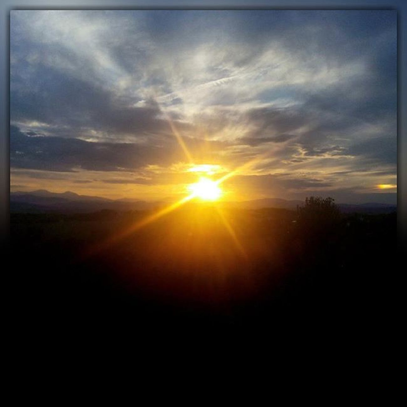 Tramonto Paesaggio Sunlight Sun Landscape Marche Marcheforyou Igersmarche Igersitalia Italy Italia Liveloveitalia Sky Skylovers SkyClouds Clouds Cloudscape Lategram Sunset Naturelovers Nature
