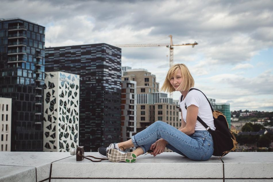 Beautiful stock photos of freunde, 30-34 Years, Architecture, Backpack, Blond Hair