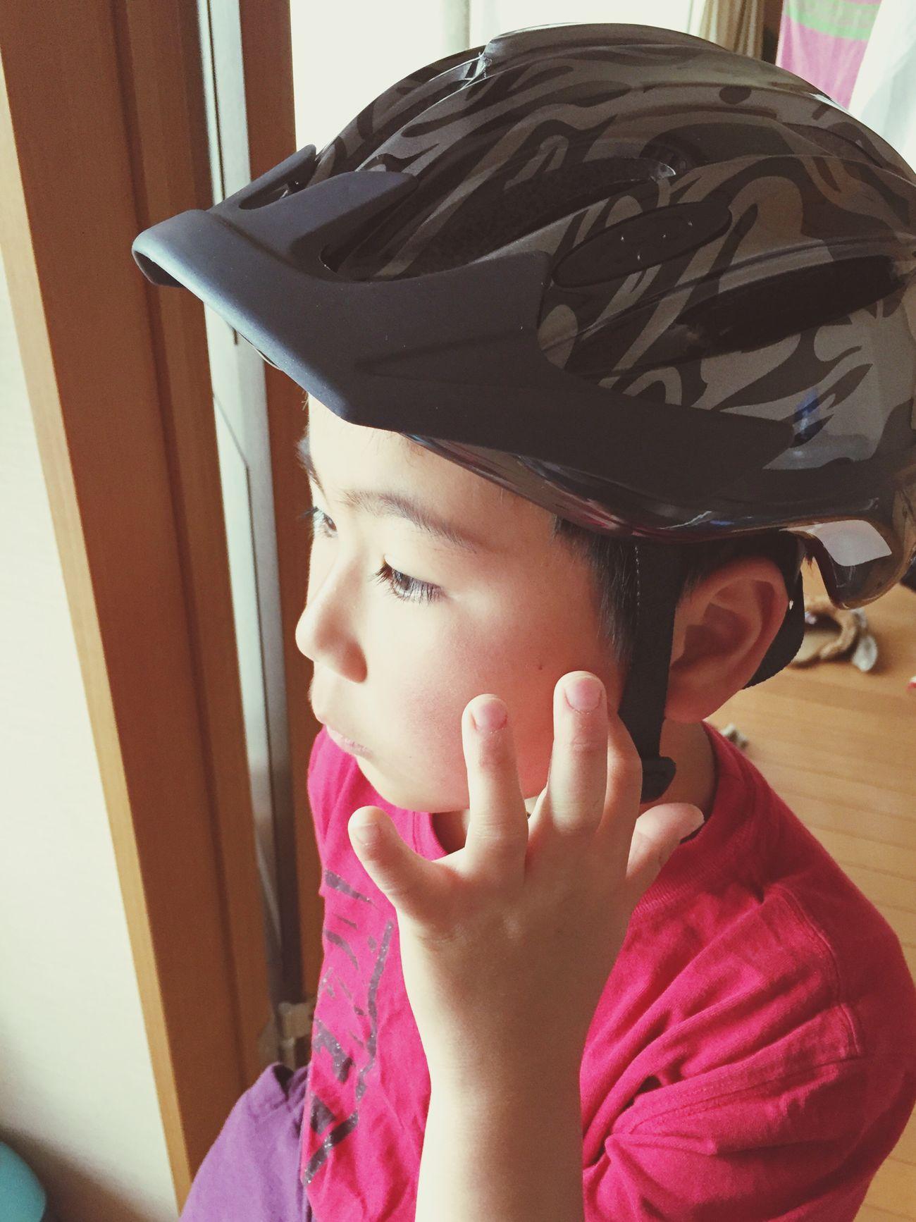 自転車教室合格で自転車デビュー 小3 息子 どうか 安全運転 でお願いします。 Childhood One Person Real People Elementary Age Headshot Cute Indoors  Close-up Boys Lifestyles Home Interior Day Child People 新しいヘルメット2017.5