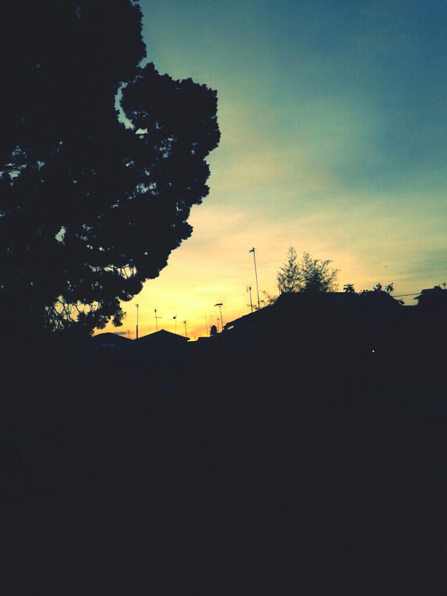 sky, sunset, silhouette, cloudscape, dramatic sky, cloud, cloudy, cloud - sky, outdoors, moody sky, sun, atmospheric mood, storm cloud, orange color, dusk, atmosphere, atmospheric mood, majestic, tranquility, tranquil scene