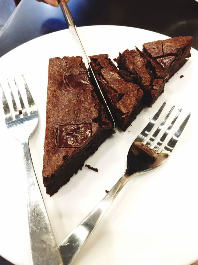 ShareTheMeal Share brownie With me Food And Drink Plate Freshness Food Still Life Ready-to-eat Indoors  Indulgence Fork Brown No People Serving Size Unhealthy Eating Sweet Food Close-up Day