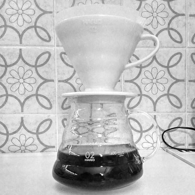 Tonight's brew: Yirgacheffe by @sonntagmorgencom Coffeetime Hariov60 Handfiltered Handground coffeenerds blackandwhite blackandwhitephotography coffeeaddict coffeelover coffeelove