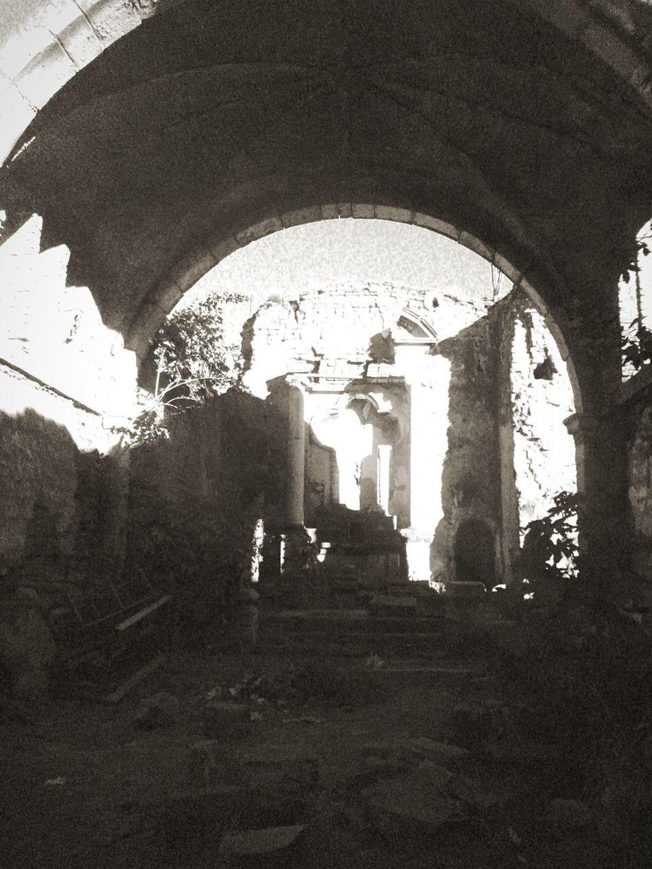 Eso que alguna ves fue la iglesia mas antigua de toda america . Joy solo tristes ruinas en medio de la nada . Taking Photos Hi! Check This Out