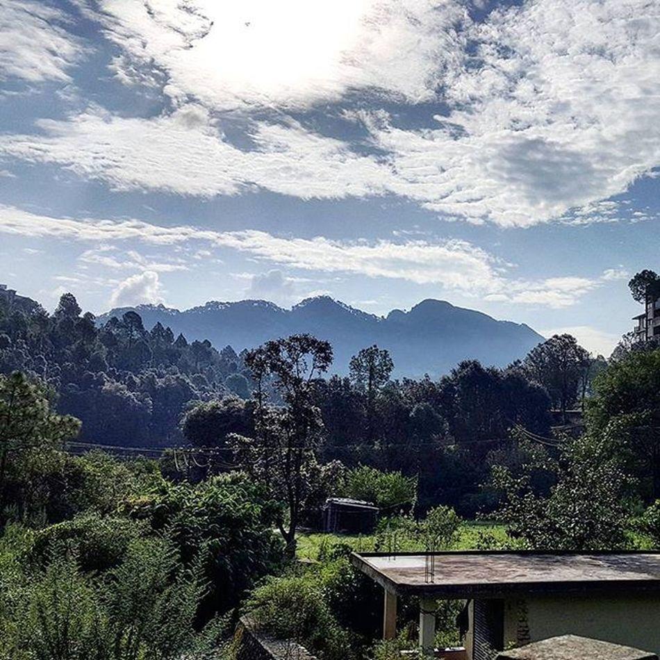 Good Morning everybody.... Mountains Hills Nanital Nanitaltrip Clouds Nature Bluesky Serene Trees Uttarakhand Incredibleindia Lonelyplanetindia Himalayas Cityoflakes Roadtrip with @ashishabanerjee