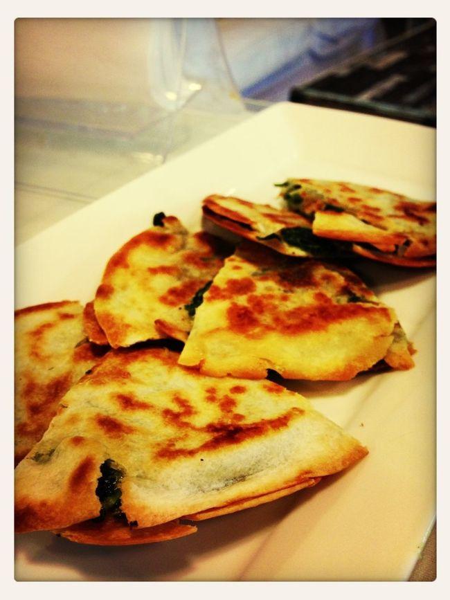 Spinach quesadilla อื้มมมม แหร่ม