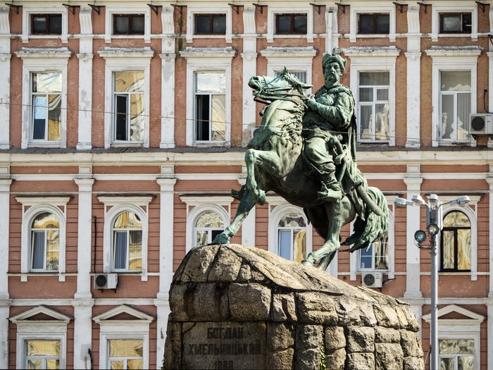 Monument Bogdan Khmelnitsky on Sofievskaya Square, Kiev, Ukraine. Zynoviy Bohdan Khmelnytsky was a Ukrainian Hetman of the Zaporozhian Host of the Crown of the Kingdom of Poland in the Polish–Lithuanian Commonwealth Bogdan Hetman Khmelnitsky Sofievskaya Square Ukrainian  Architecture Art And Craft Building Exterior Built Structure City Day History Human Representation Low Angle View Monument No People Outdoors Sculpture Statue Travel Destinations Lost In The Landscape