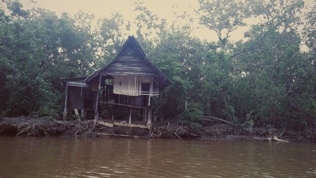 Water No People Nature Outdoors Home Sweet Home Scary House Scary Home Abandoned House Built Structure Tree Scary Day Mystic Power In Nature Beauty In Nature Eyeem Market Eyem Gallery Reflection