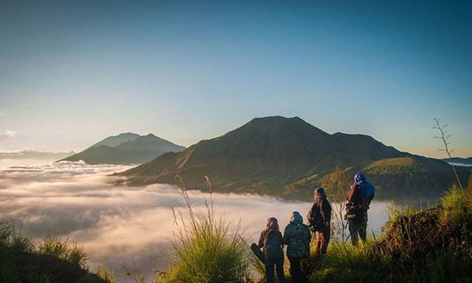Throwback. TRAVEL in the younger sort,is a part of EDUCATION; in the elder, a part of EXPERIENCE. Traveller Traveller Fotorewang Photographysouls Photo Rarecation Bali Pingganhills Landscapes Friends Wpo Hipaae INDONESIA Morning