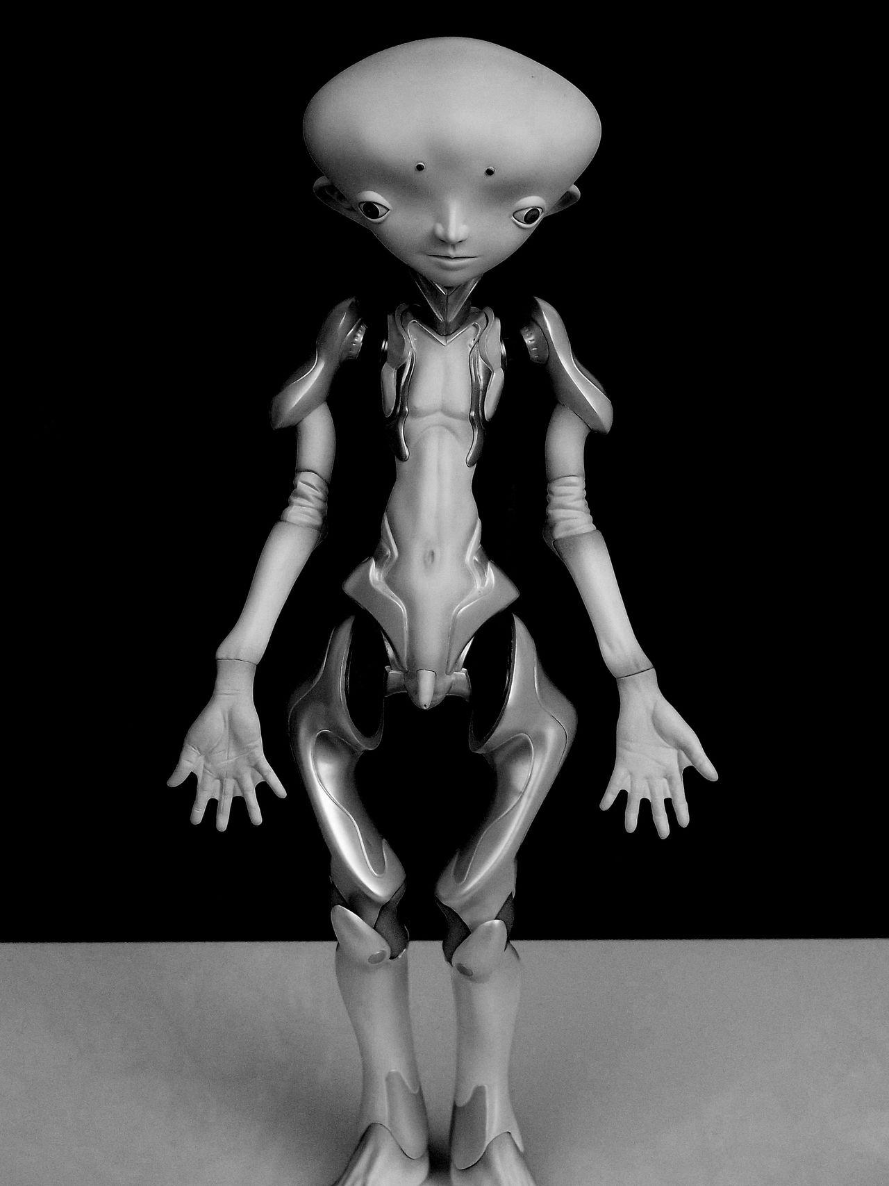 Alien Alieno Art Arte Better Look Twice Bianco E Nero Black And White Creativity EyeEm Best Shots EyeEm Gallery Grey Grigio Here Invasion Invasione Nohuman Sculpture Somethingstrange Strange Strano