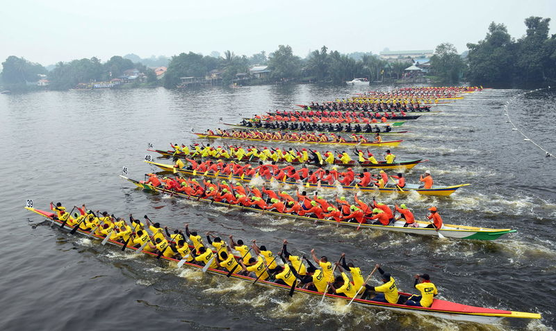 starting point for paddle boat final race king of the river during sarawak regatta 2016 Boat Boat Race  Day Dragon Boat Dragon Boat Festival Hazy Sky High Angle View In A Row Large Group Of People Multi Colored Nature Oar Outdoors Paddle People Regatta River Rowboat Rowing Sky Teamwork Togetherness Transportation Tree Water