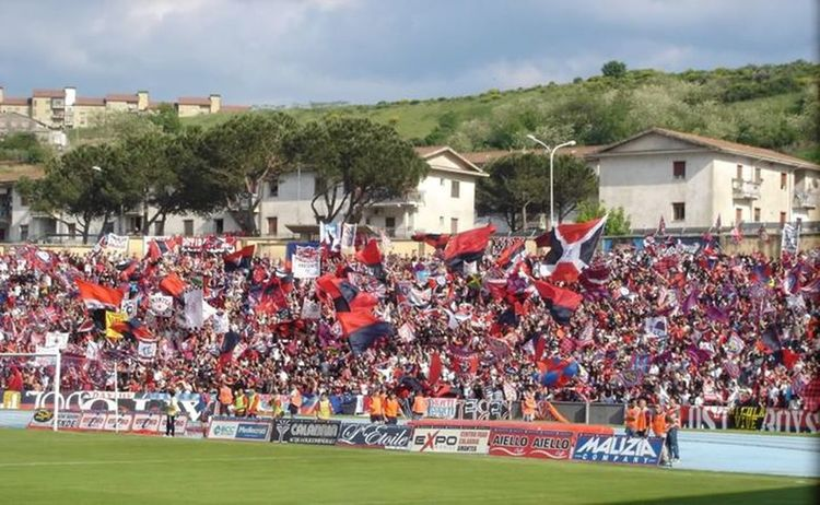 Now all the world can watch my team... ''Cosenza 1914'' ... watch the match now on ''www.lupiindiretta.it'' Football Watch Football Online Calcio I Love Football