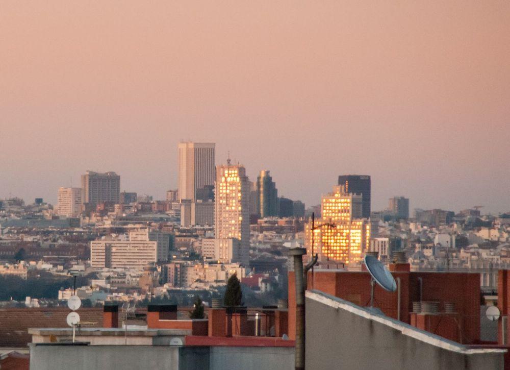 Atardece en Madrid ⏺️ Sunset in Madrid Madrid España SPAIN Atardecer Sunset Ciudad City Picoftheday Building Exterior Cityscape Skyscraper Architecture Edificios Buildings DCMiFotoSemana