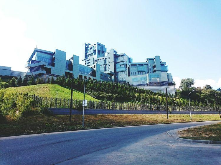 Необычное здание около набережной в Казани татарстан архитектура